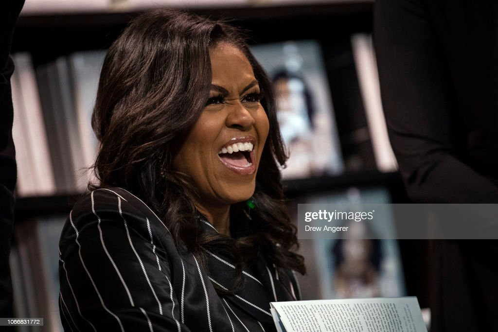 Michelle Obama Promotes Her New Book In New York City : Foto jornalística