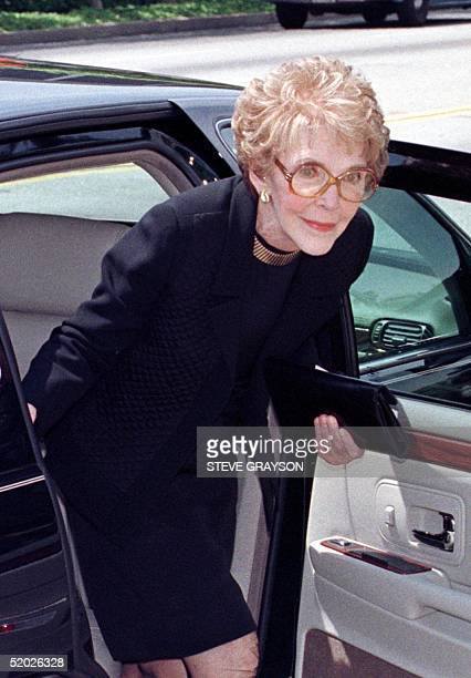 Former US First Lady Nancy Reagan arrives for the funeral of legendary entertainer Frank Sinatra at the Good Shepard Catholic Church in Beverly Hills...