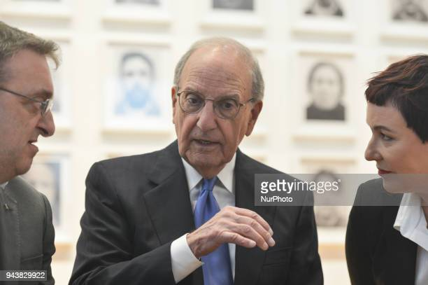 Former US peace envoy to Northern Ireland George Mitchell with the artist Amanda Dunsmore and Micheal Mac Donncha the Lord Mayor of Dublin during a...