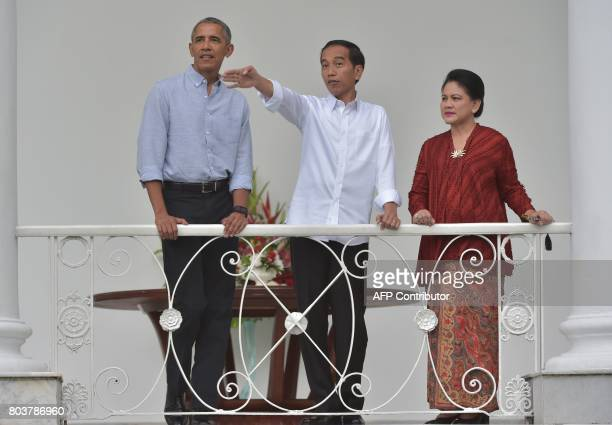 Former US president Barack Obama looks on as Indonesian President Joko Widodo gestures next to Indonesian First Lady Iriana Widodo during Obama's...