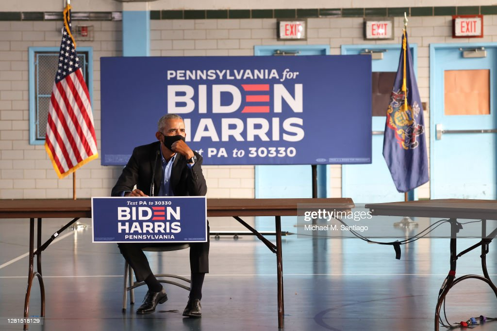 Former President Barack Obama Campaigns For Candidate Joe Biden In Philadelphia : Nachrichtenfoto
