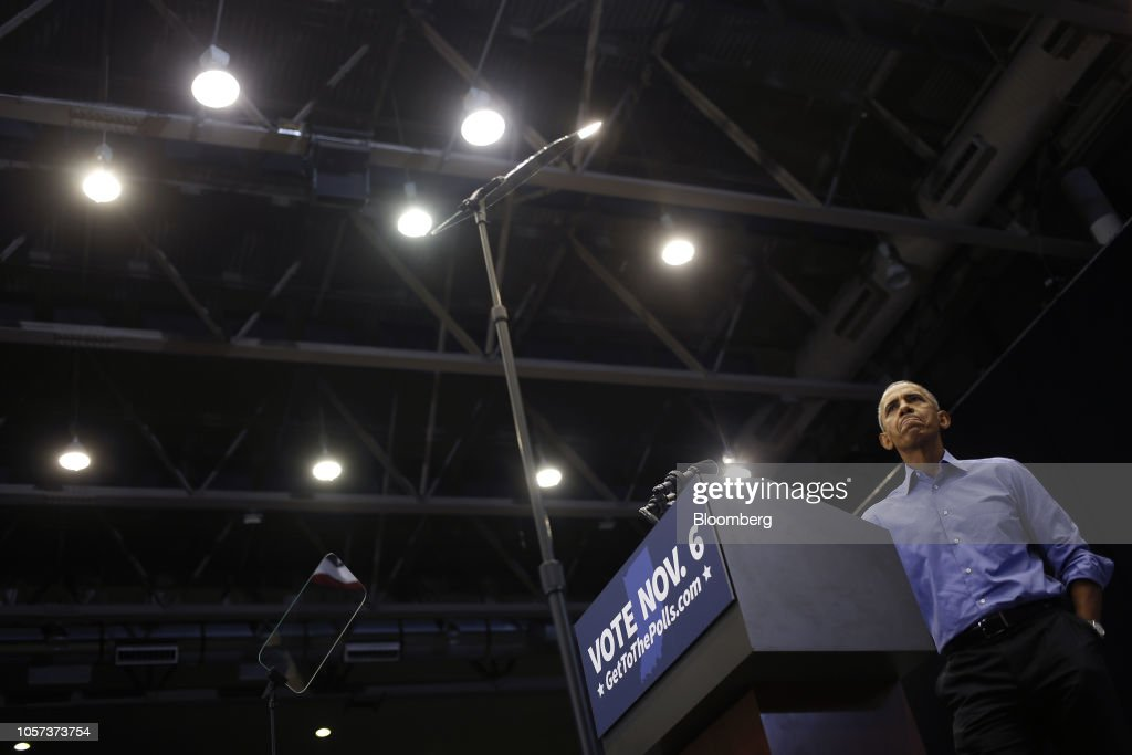 Former President Barack Obama Holds Campaign Rally For Indiana Senator Joe Donnelly : Nieuwsfoto's