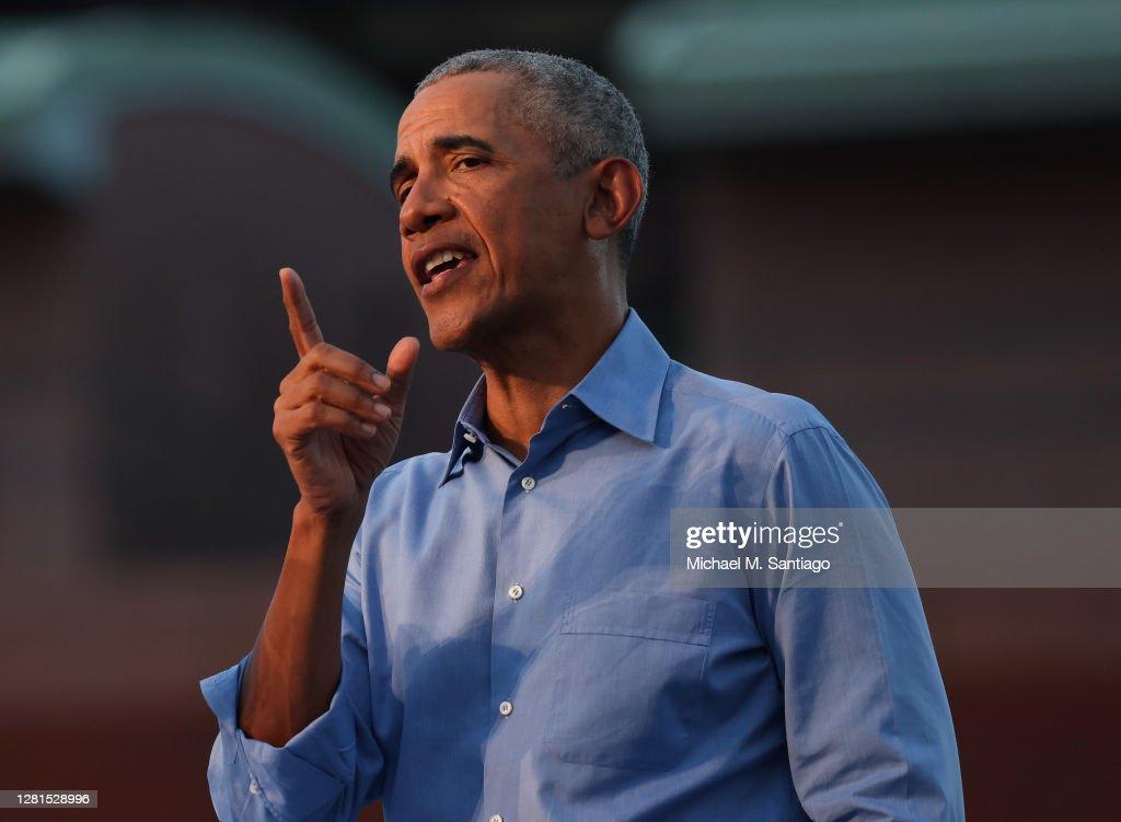 Former President Barack Obama Campaigns For Candidate Joe Biden In Philadelphia : News Photo