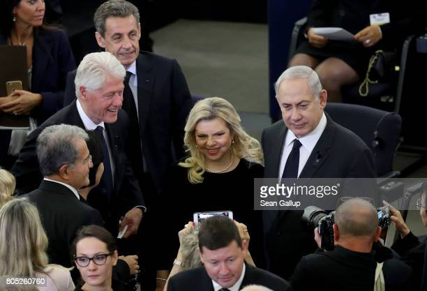 Former US President Bill Clinton Israeli Prime Minister Benjamin Netanyahu and his wife Sara pause for a photo on prior to a memorial ceremony for...