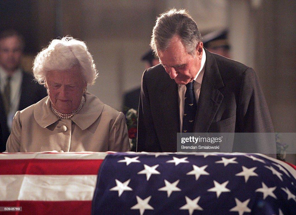 President George H.W. Bush And Barbara Bush Pay Their Respects : News Photo
