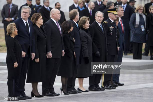 Former US President George W Bush from fourth right former US First Lady Laura Bush Neil Bush chairman of Points of Light Institute his wife Maria...