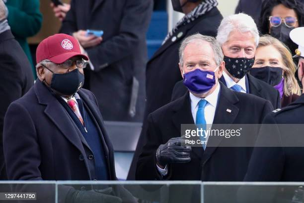 Former U.S. President George W. Bush, Rep. Jim Clyburn , and former President Bill Clinton and Hillary Clinton arrive at the inauguration of U.S....