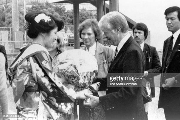 Former US President Jimmy Carter receives a flower bouquet on arrival at Hiroshima Airport on May 24, 1984 in Hiroshima, Japan.