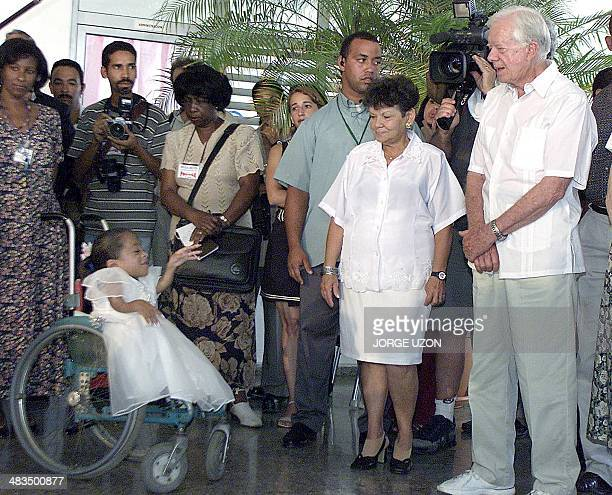 Former US President Jimmy Carter talks with handicapped children during a visit to the Special School of Solidarity with Panama 15 May 2002 in Havana...