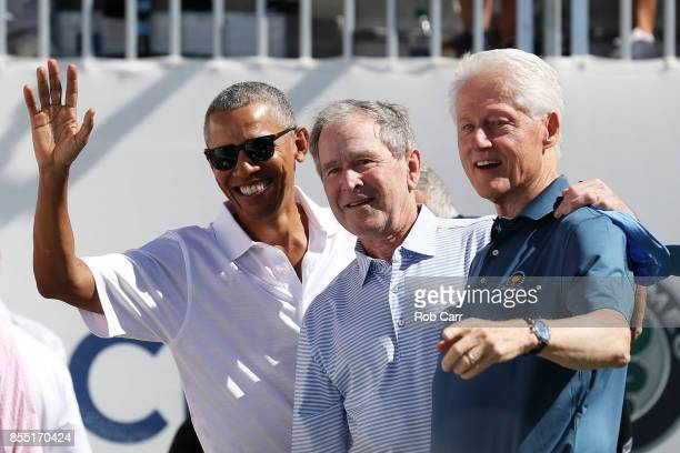 Former US Presidents Barack Obama George W Bush and Bill Clinton attend the trophy presentation prior to Thursday foursome matches of the Presidents...
