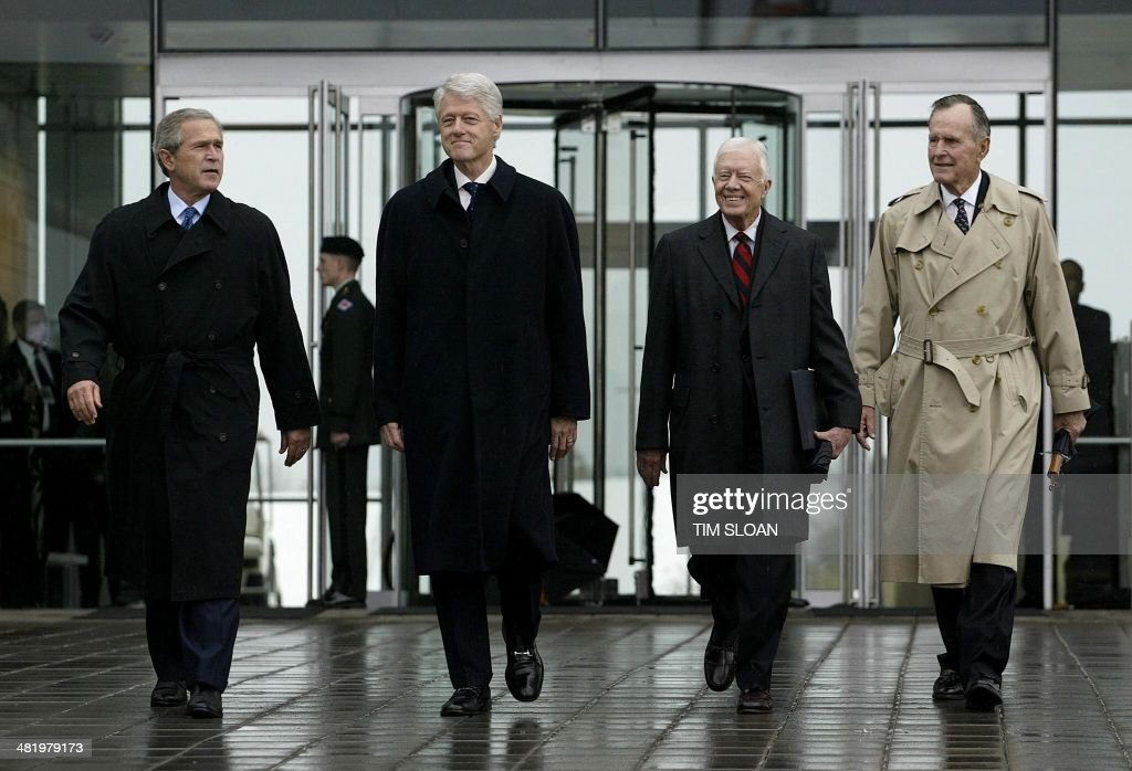 Former US presidents Bill Clinton (2nd L), George H.W. Bush (R) and Jimmy Carter (2nd R), and current President George W. Bush (L) arrive for the dedication and opening of the William J. Clinton Center and Park in Little Rock, Arkansas, 18 November 2004. The 165 million USD glass and steel structure houses artifacts and documents gathered during Bill Clinton's eight years in the White House. AFP PHOTO/Tim SLOAN