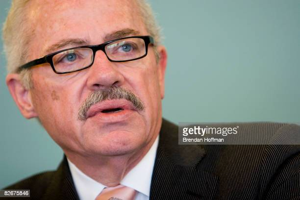 Former US Representative and Libertarian presidential hopeful Bob Barr speaks at the National Press Club September 5 2008 in Washington DC The...