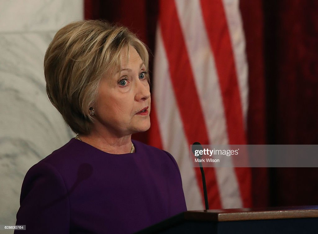 Hillary Clinton And VP Biden Attend Portrait Unveiling For Senate Democratic Leader Harry Reid : Fotografía de noticias