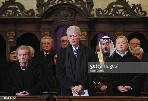 Former US Secretary of State Madelaine Albright former US President Bill Clinton and current US Secretary of State Hillary Clinton attend the state...