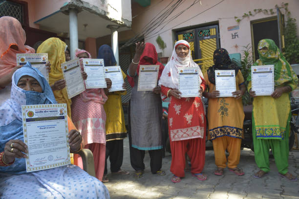 IND: Former Valmiki Community Members Show Certificates Of Conversion To Buddhism Faith