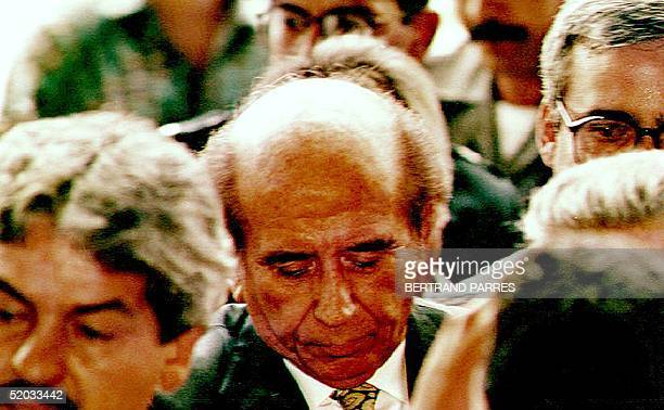 Former Venezuelan President Carlos Andres Perez arrives 18 May 1994 at the Supreme Court building in Caracas after being arrested on charges of...