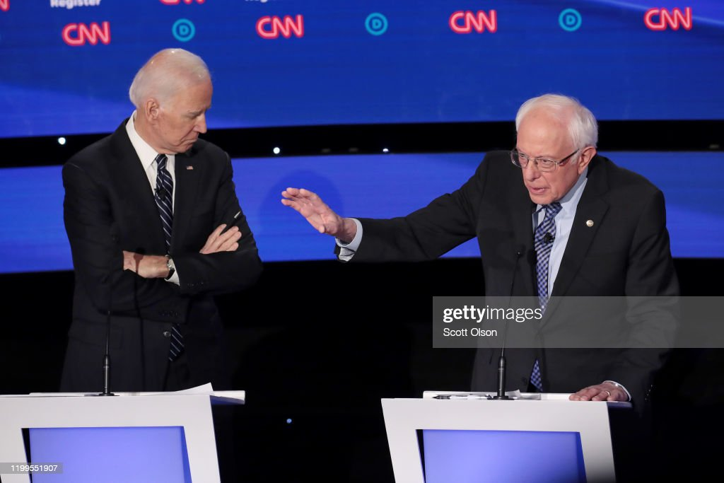 Democratic Presidential Candidates Participate In Presidential Primary Debate In Des Moines, Iowa : News Photo
