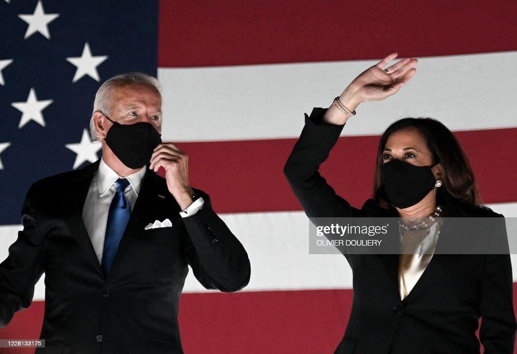 TOPSHOT-US-POLITICS-VOTE-DEMOCRATS : News Photo