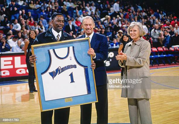 Former Washington Wizards player Kevin Porter is honored against the Chicago Bulls on November 29 1997 at US Airways Arena in Landover Maryland The...