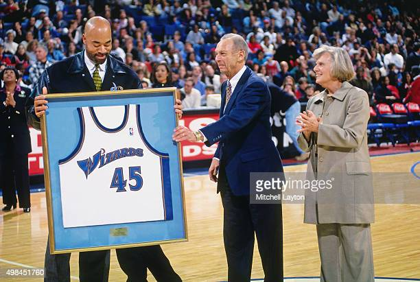 Former Washington Wizards player Phil Chenier is honored against the Chicago Bulls on November 29 1997 at US Airways Arena in Landover Maryland The...
