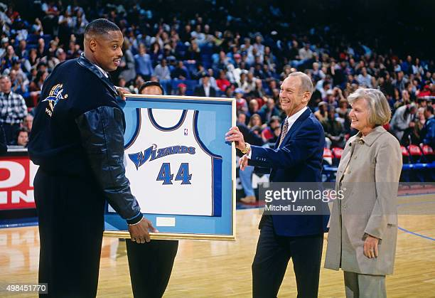 Former Washington Wizards player Rick Mahorn is honored against the Chicago Bulls on November 29 1997 at US Airways Arena in Landover Maryland The...