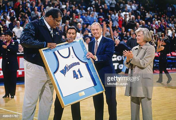 Former Washington Wizards player Wes Unseld is honored against the Chicago Bulls on November 29 1997 at US Airways Arena in Landover Maryland The...