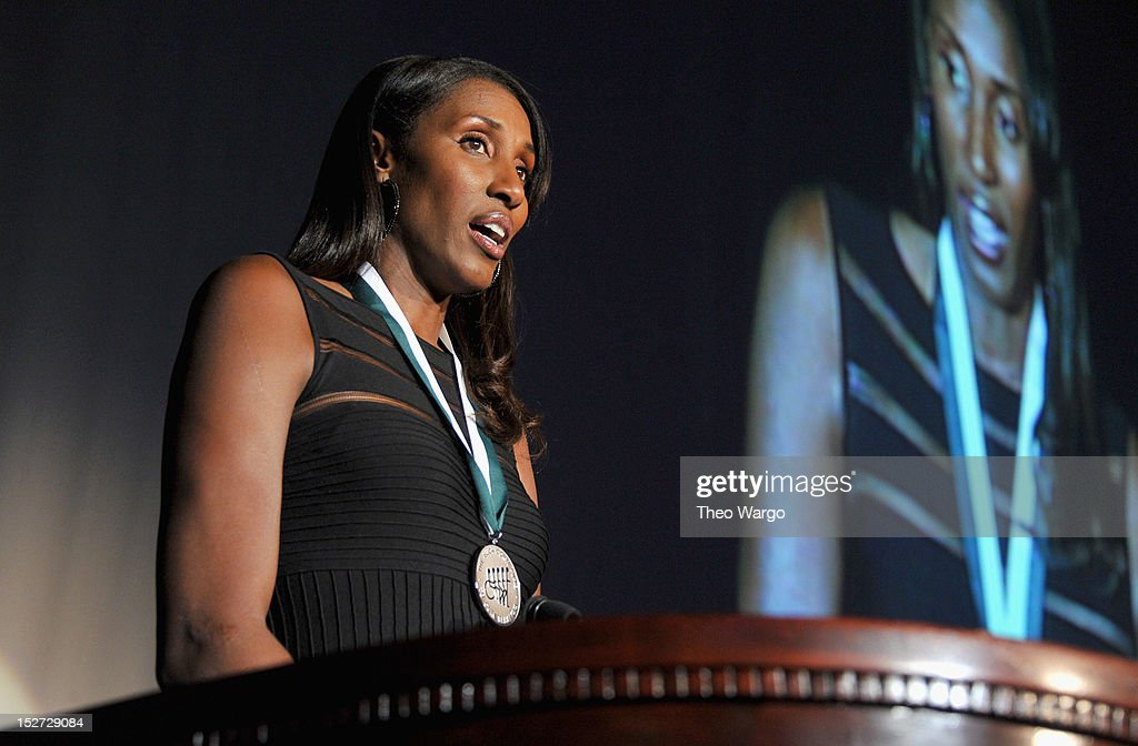 27th Annual Great Sports Legends Dinner To Benefit The Buoniconti Fund To Cure Paralysis - Dinner : News Photo