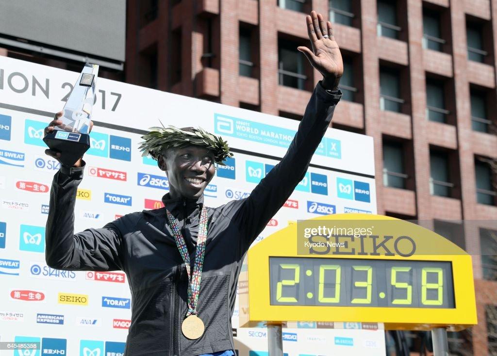 Former world record holder Wilson Kipsang of Kenya ...