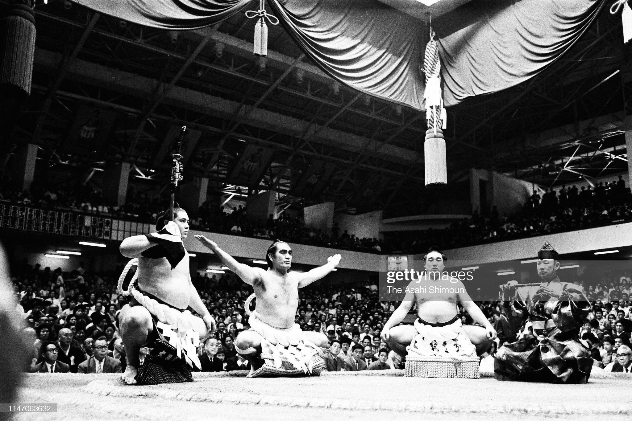 former-yokozuna-asashio-performs-the-doh