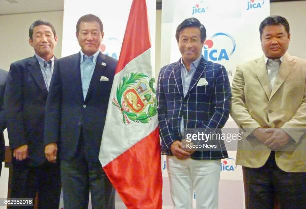Former Yomiuri Giants skipper Tatsunori Hara and former Yomiuri pitcher Kazutomo Miyamoto pose for photos during a press conference at the Peruvian...