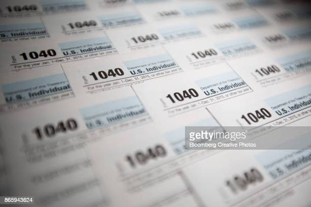 1040 forms - irs stock pictures, royalty-free photos & images