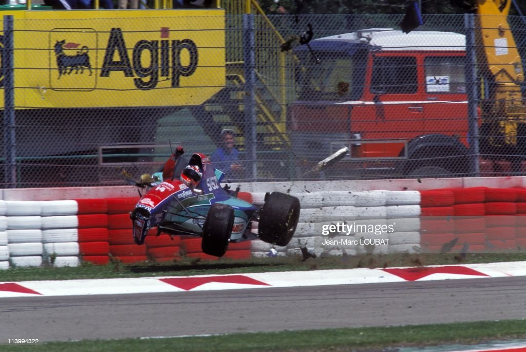 Formula 1/ accident of R.Barichello during the tests in Imola, Italy on April 30, 1994- : News Photo