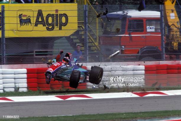 Formula 1/ accident of RBarichello during the tests in Imola Italy on April 30 1994