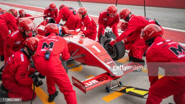 formula pit stop - grand prix motor racing stock pictures, royalty-free photos & images