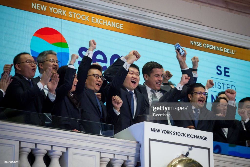 Trading On The Floor Of The NYSE As Dollar Gains With U.S. Stocks on Trump Tax : News Photo