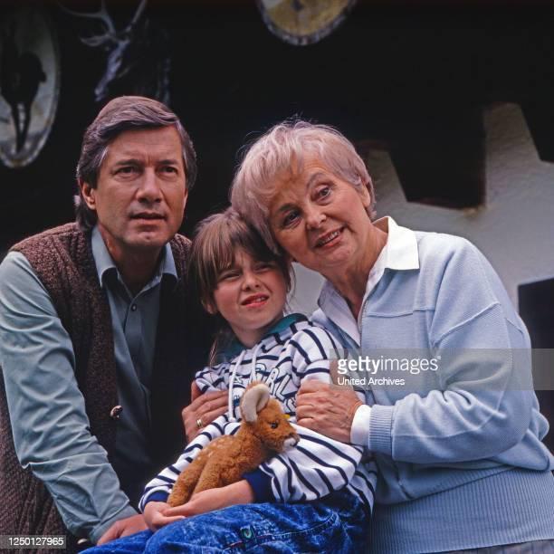 Forsthaus Falkenau, Fernsehserie, Deutschland 1989 - 2013, Darsteller: Christian Wolff, Nicole Schmidt, Bruni Löbel.