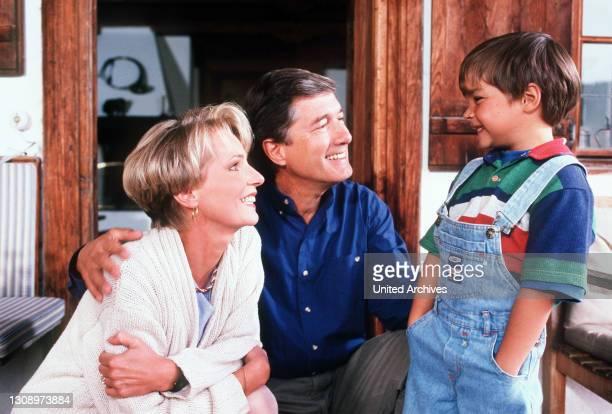 Forsthaus Falkenau - Martin und Susanna sind stolz auf ihren Sohn Florian . Regie: Klaus Grabowsky aka. Die Erbschaft / Überschrift: FORSTHAUS...