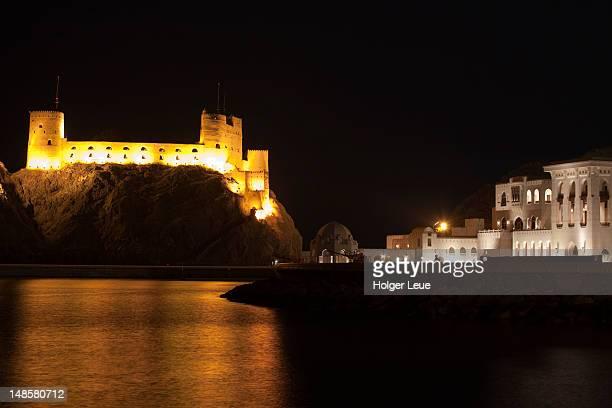 fort al jalali and sultan qaboos bin said al aman palace at night. - qaboos bin said al said stock pictures, royalty-free photos & images