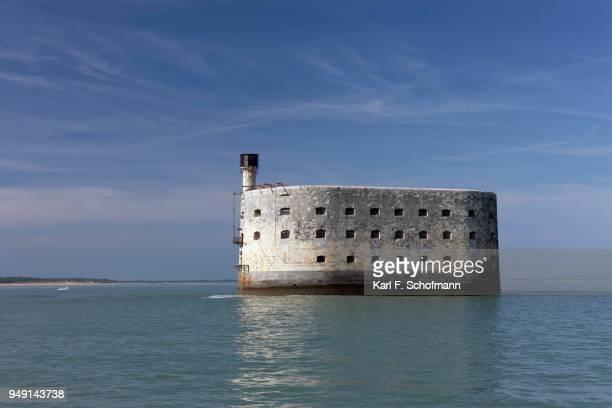 fort boyard, historic fortress, former prison, ile-daix, atlantic coast, charente-maritime, france - ile de france stockfoto's en -beelden