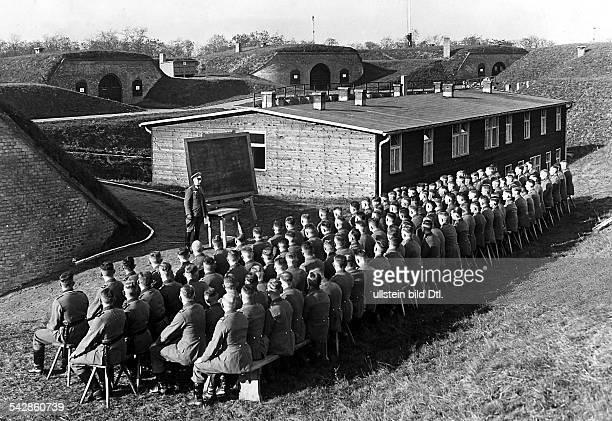 Fort Hahneberg bei Spandau Soldaten bei der Grundausbildung 1937