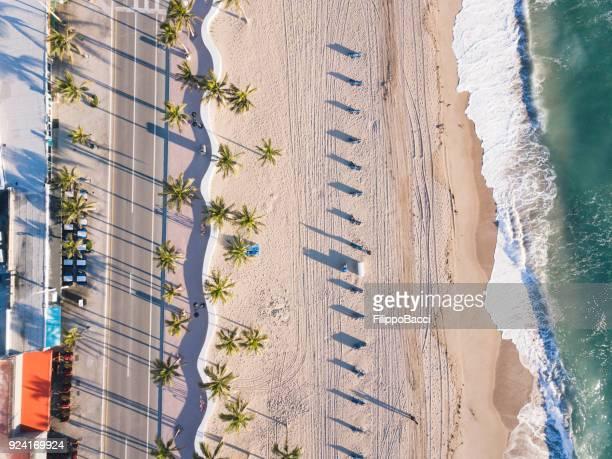 Fort Lauderdale Beach bei Sonnenaufgang vom Gesichtspunkt der Drohne