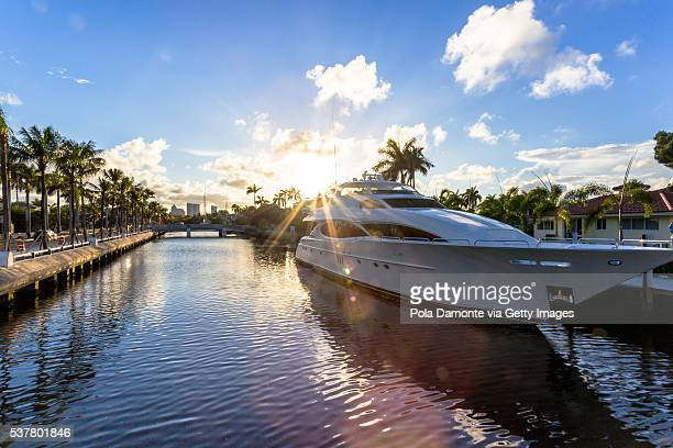 fort lauderdale canals in las olas boulevard, florida, usa - yacht stock pictures, royalty-free photos & images