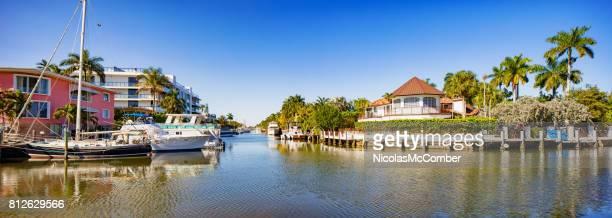 Panorama de canal de Fort Lauderdale Florida con casa de lujo y yates