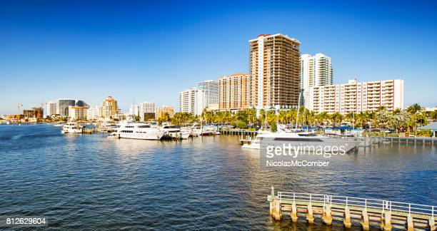 fort lauderdale florida canal with apartment buildings and yachts - fort lauderdale stock pictures, royalty-free photos & images