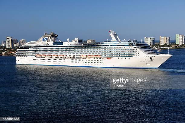 フォートローダーデールアイランドプリンセスのクルーズ船 - フォートローダーデール ストックフォトと画像