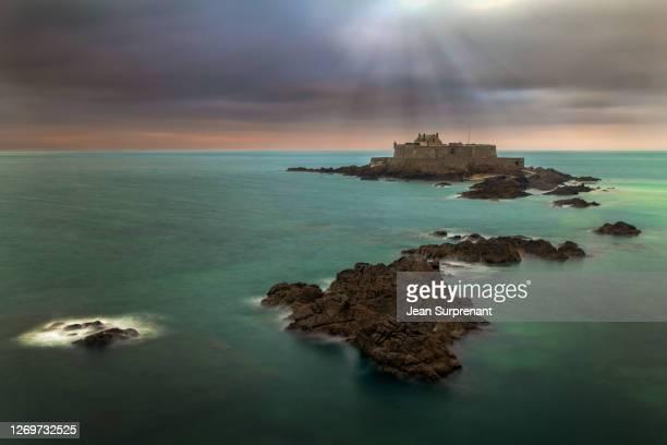 fort national (st-malo) - seascape stockfoto's en -beelden