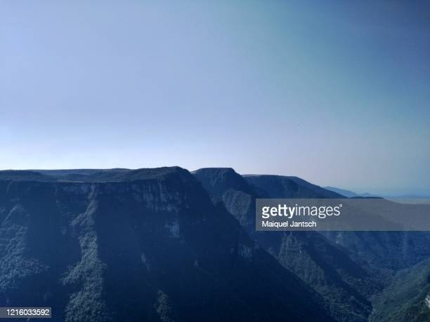 fortaleza canyon, located in serra geral national park in cambará do sul, rio grande do sul, brazil. - mata atlantica stock-fotos und bilder