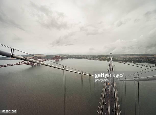 フォースブリッジズの上からノースタワーの道路橋
