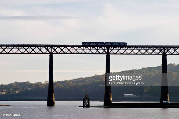 forth rail bridge at south queensferry in scotland - journey stock pictures, royalty-free photos & images