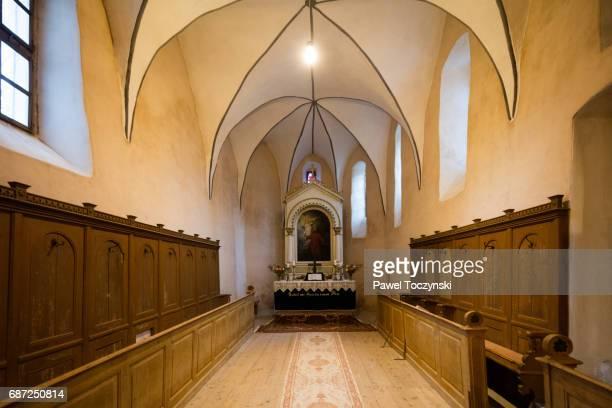 fortified church in cincsor, transylvania, romania - siebenbürgen stock-fotos und bilder